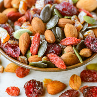20 Healthy Snacks to Take to Work
